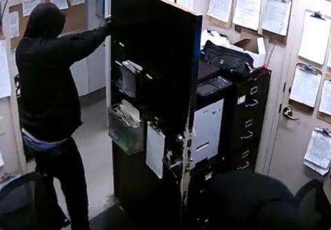 POLICIA DE MEMPHIS BUSCA A PELIGROSOS LADRONES CON BOLSA DE HELLO KITTY