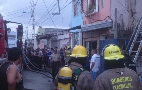 APRESAN A DOS PRESUNTOS RESPONSABLES DE INCENDIO EN ECUADOR QUE DEJÓ 18 MUERTOS