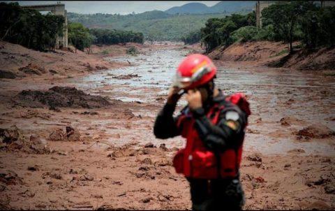 SUBEN A 142 LOS MUERTOS POR RUPTURA DE PRESA EN BRASIL