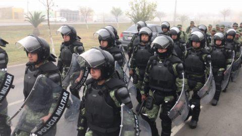 LLEGAN CASI DOS MIL MIGRANTES A PIEDRAS NEGRAS ANTE LA PRESENCIA DE POLICÍA