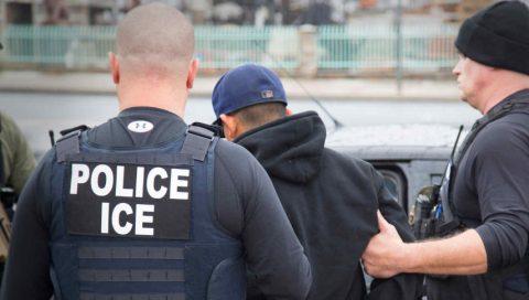 GRUPO DE INMIGRANTES DEMANDA A ICE POR ALEJARLOS DE ABOGADOS EN CALIFORNIA