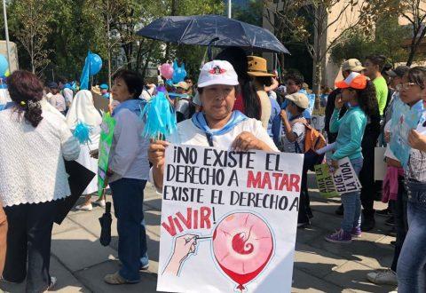 MILES SE MANIFIESTAN A FAVOR DE LA VIDA EN LA CIUDAD DE MÉXICO